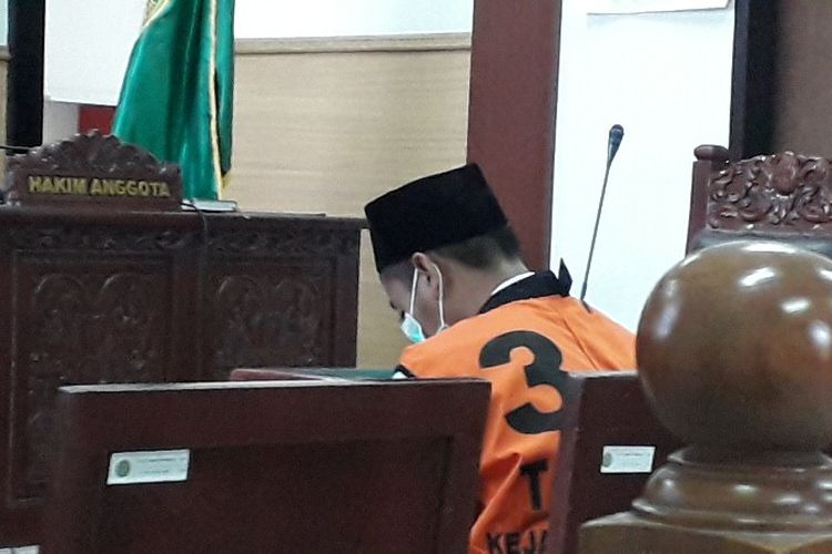 FF (17) pelaku utama dalam tawuran antara SMK Biphuri Tangerang dan SMK Sasmita Jaya 1 menjalani sidang putusan di Pengadilan Negeri Tangerang pada Senin (10/9/2018).