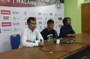Pelatih Arema FC Kecewa soal Sepatu Pemain Saat Lapangan Becek