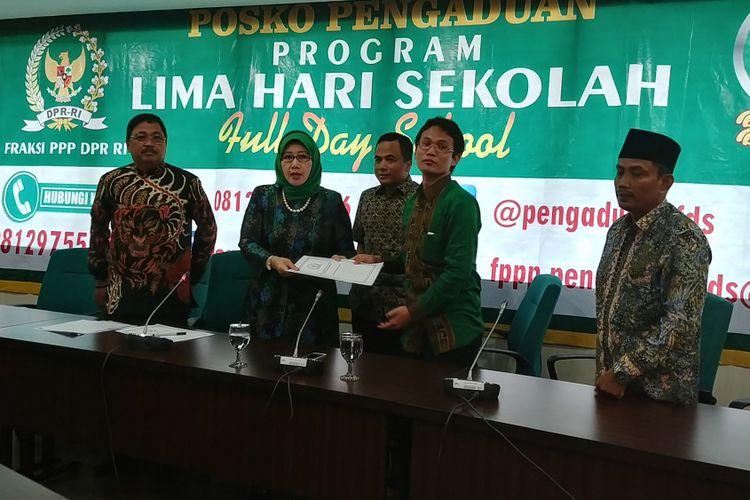 Fraksi Partai Persatuan Pembangunan membuka posko pengaduan full day school, Kamis (3/8/2017).