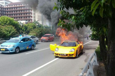 Toyota MR2 Spyder Terbakar, Pengemudi Selamat, tapi Sedikit