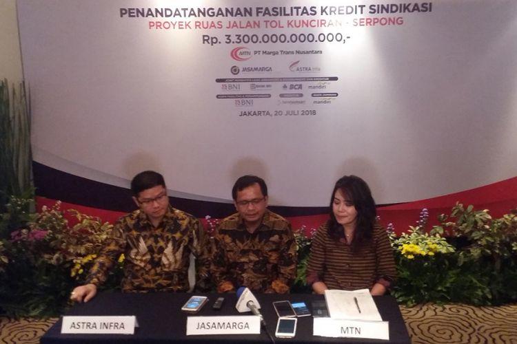 Konferensi pers seusai penandatanganan fasilitas kredit sindikasi bernilai Rp 3,3 triliun untuk proyek jalan tol Kunciran-Serpong, Jumat (20/7/2018) di Jakarta.