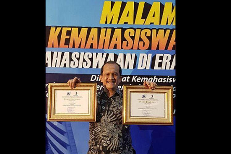 Universitas Brawijaya kembali meraih prestasi, kali ini penghargaan Bidang Kemahasiswaan dalam ajang Anugerah Kemahasiswaan Ditjen Belmawa, Kementrian Riset Teknologi dan Pendidikan Tinggi (15/12/2018).