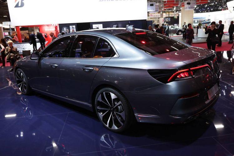 Vinfast, merek kendaraan premium dari Vietnam, memperkenalkan produknya pertama kali di Paris Motor Show 2018