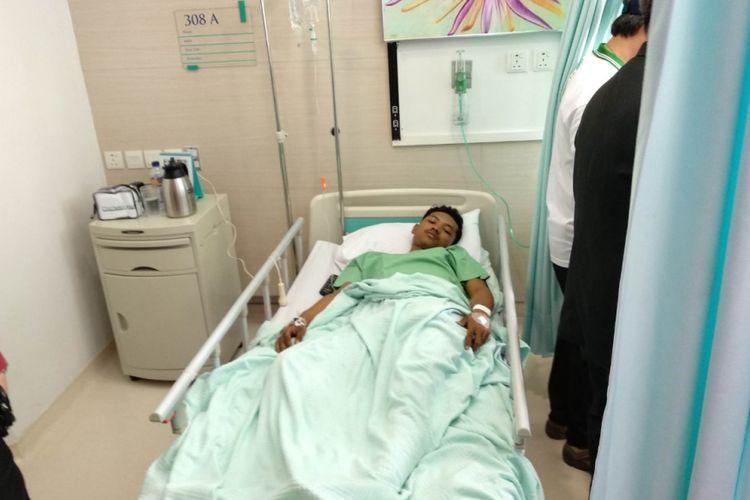 Direktur Pelayanan BPJS Ketenagakerjaan Krishna Syarif, kunjungi dua korban robohnya box LRT di Pulogadung, Selasa (23/1/2018)