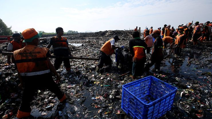 Proses Pembersihan Sampah Teluk Jakarta Masih Berlangsung