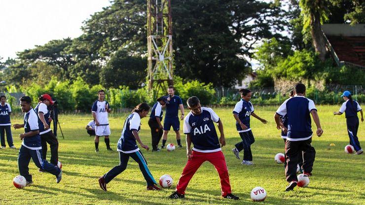 Dua Pelatih Tottenham Hotspur Berikan ''Coaching Clinic'' di Ambon