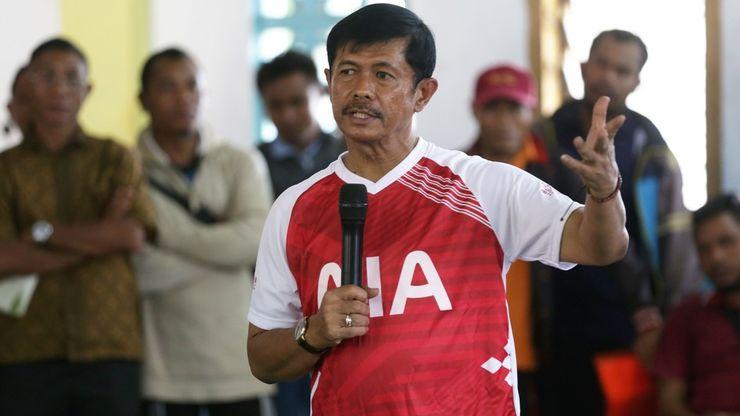 Indra Sjafri Berbagi Ilmu dalam AIA Sepak Bola untuk Negeri