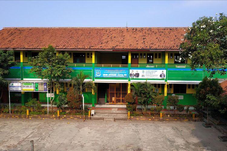 Pemandangan dari koridor lantai dua SDN 10 Duren Jaya yang akan dialihfungsikan jadi unit sekolah baru SMPN 57 Bekasi, Rabu (10/7/2019).