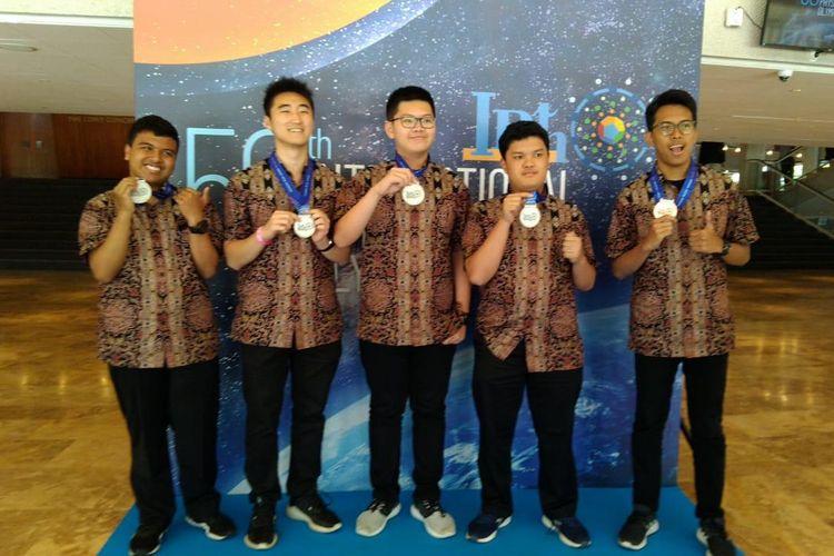 Dalam Olimpiade Fisika Internasional (IPhO) ke-50 di Israel (7-15 Juli 2019), Tim Olimpiade Fisika Indonesia meraih 4 medali perak dan 1 medali perunggu.