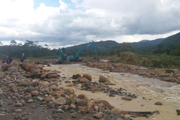 PGE melakukan normalisasi Sungai Kotok, Kabupaten Lebong, Provinsi Bengkulu