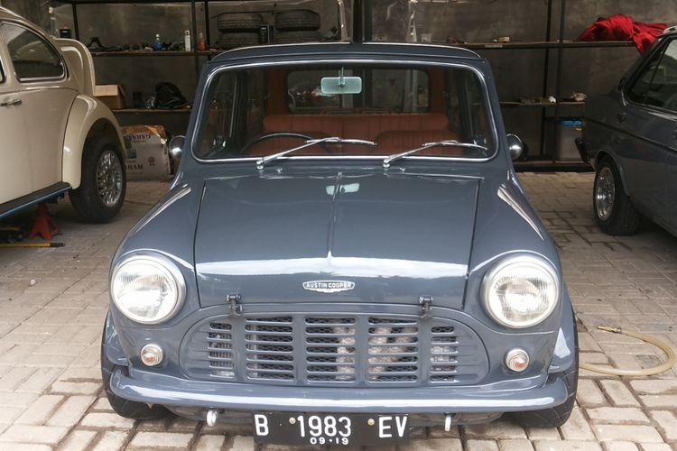 Mini lawas lansiran 1966 milik Herman Yusuf.