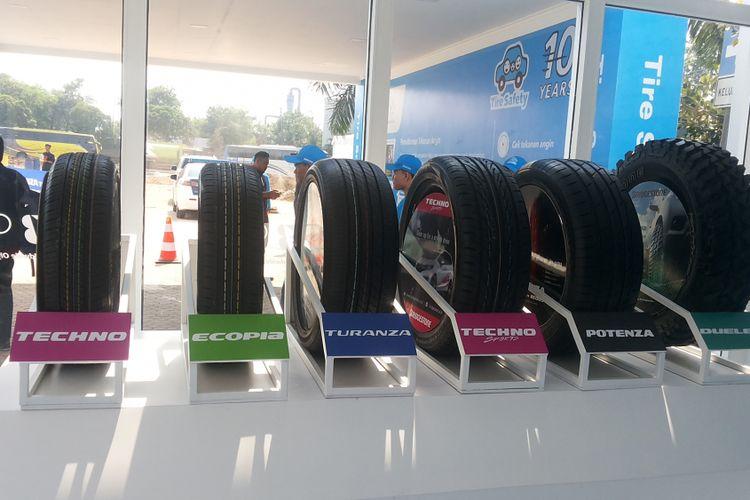 Berbagai tipe ban merek Bridgestone.