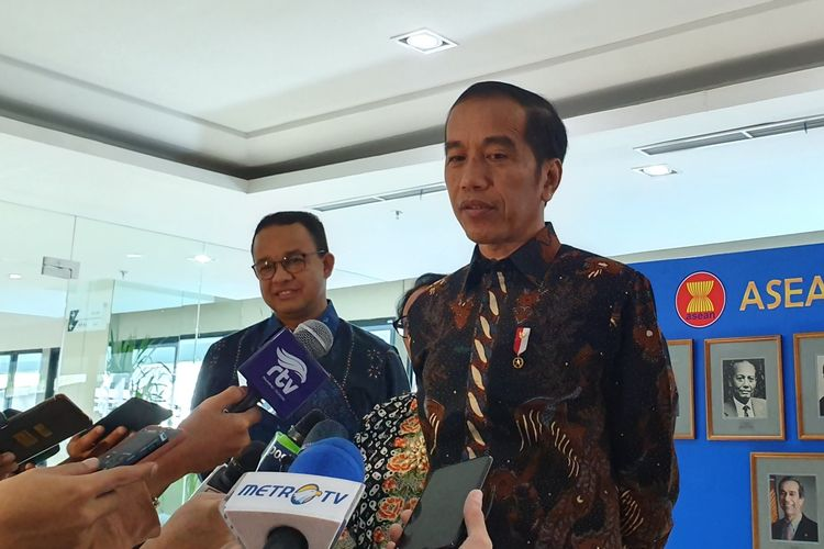 Presiden Jokowi dan Gubernur DKI Jakarta Anies Baswedan usai peresmian Gedung Sekretariat ASEAN di Jakarta, Kamis (8/8/2019).