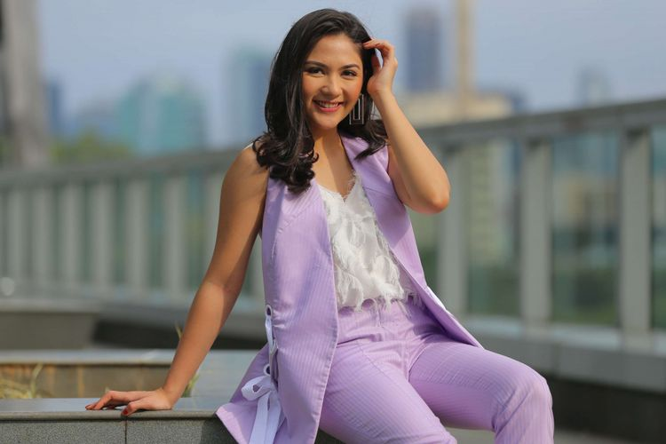 Artis peran Jessica Mila berpose di sela-sela kunjungan ke Kompas.com, Jakarta, Jumat (14/12/2018). Jessica Mila kembali memerankan Alia dalam film horor Mata Batin 2.