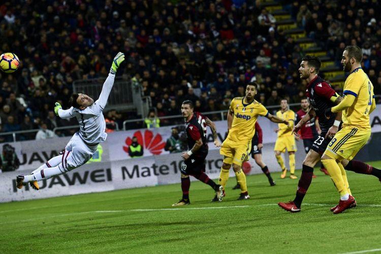 Juventus menang tipis atas Cagliari pada pertandingan Serie A di Sardegna Arena, Sabtu (6/1/2018).