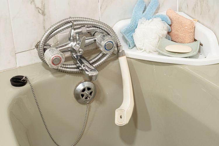 Bak mandi atau bathtub