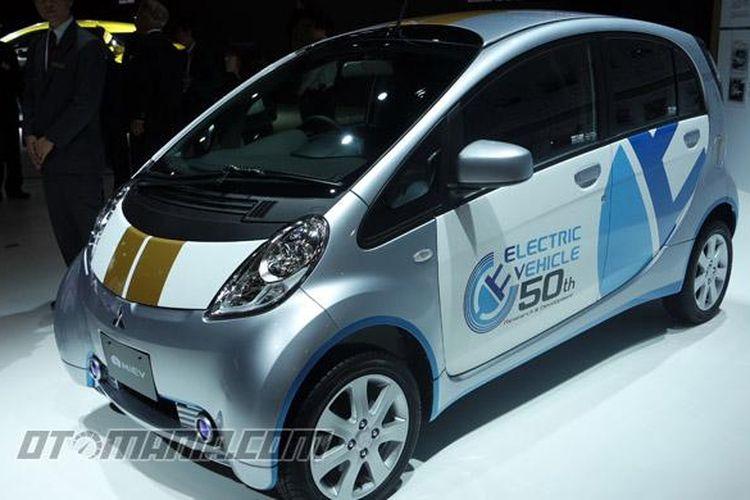 Mitsubishi memperingati 50 tahun pengembangan teknologi listrik di Tokyo Motor Show, lewat sosok i-MiEV berpenampilan khusus.