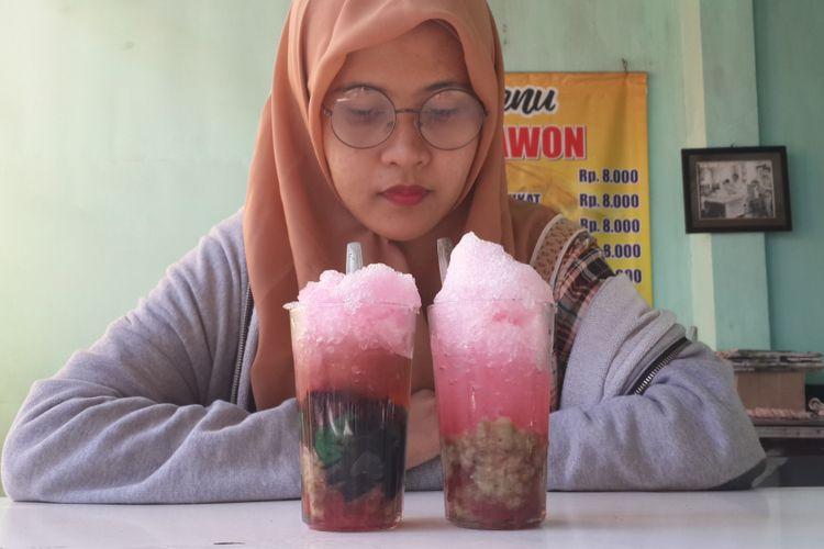 Es kacang ijo campur yang disediakan di Warung Es Tawon Kidul Dalem, Kota Malang, Rabu (25/7/2018)