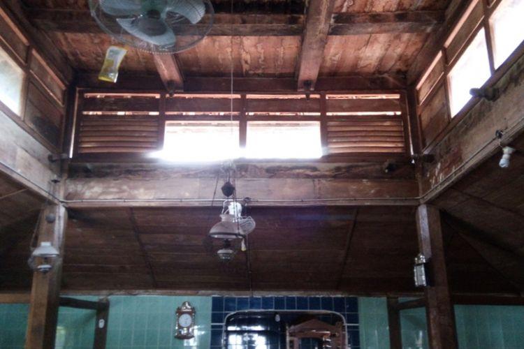 Masjid Attaqwa di Desa Gogodalem, Kecamatan Bringin, Kabupaten Semarang termasuk masjid tertua di Kabupaten Semarang. Konon masjid yang masih mempertahankan struktur aslinya, yakni kayu jati ini dibuat di zaman Sunan Kalijaga.