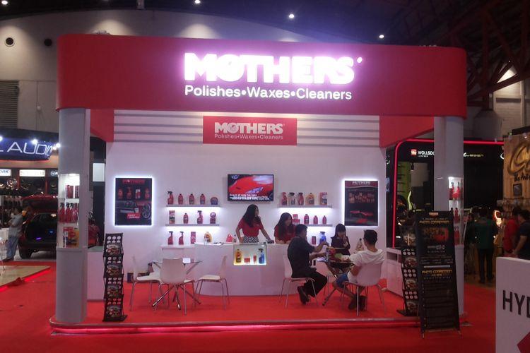 Booth produk perawatan mobil Mothers di Indonesia International Motor Show (IIMS) 2018