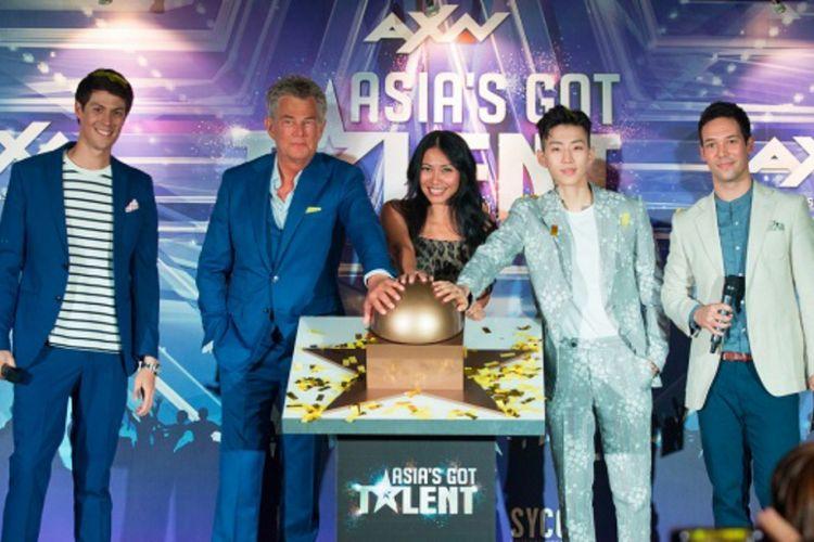 Jay Park (kedua dari kanan) bergabung dengan Anggun dan David Foster sebagai juri Asias Got Talent musim kedua.