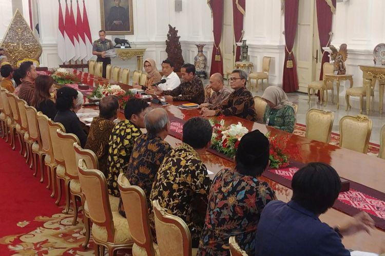 Presiden Jokowi bertemu peserta aksi kamisan di Istana Negara, Kamis (31/5/2018).
