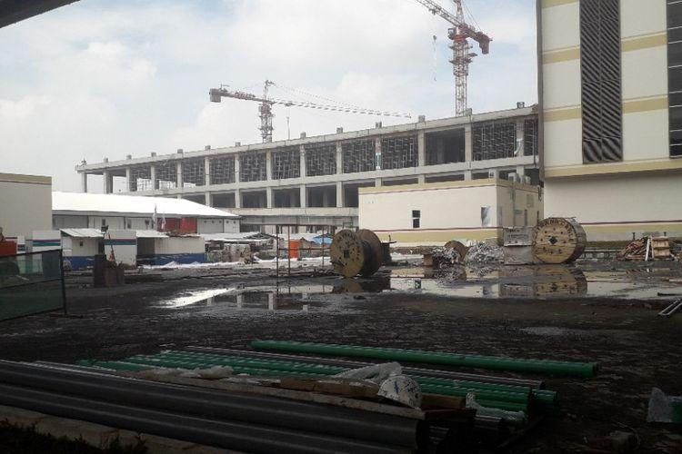 Suasana pembangunan Depo LRT di Kelapa Gading, Kamis (10/1/2019).