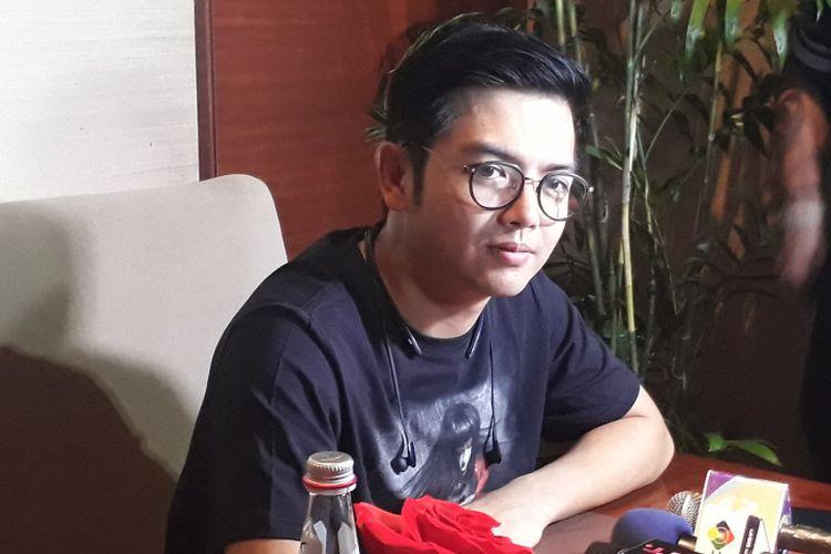 Nicky Tirta, salah satu pemain fiom horor Petak Umpet Minako saat berbincang dengan wartawan di XXI Plaza Senayan, Jakarta Pusat, Selasa (5/9/2017).