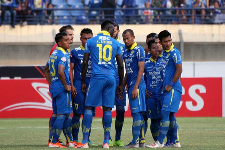 Para pemain Persib Bandung saat melakoni pertandingan.