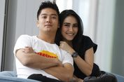 Di Sydney Ayu Ting Ting Pegang Erat Tangan Boy William