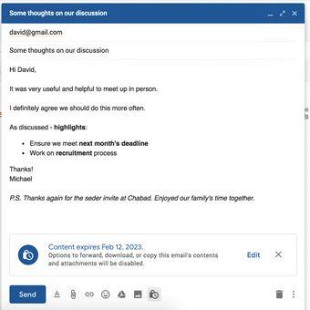 Confidential mode pada Gmail diaktifkan lewat ikon gembok kecil berwarna biru di jendela compose e-mail.