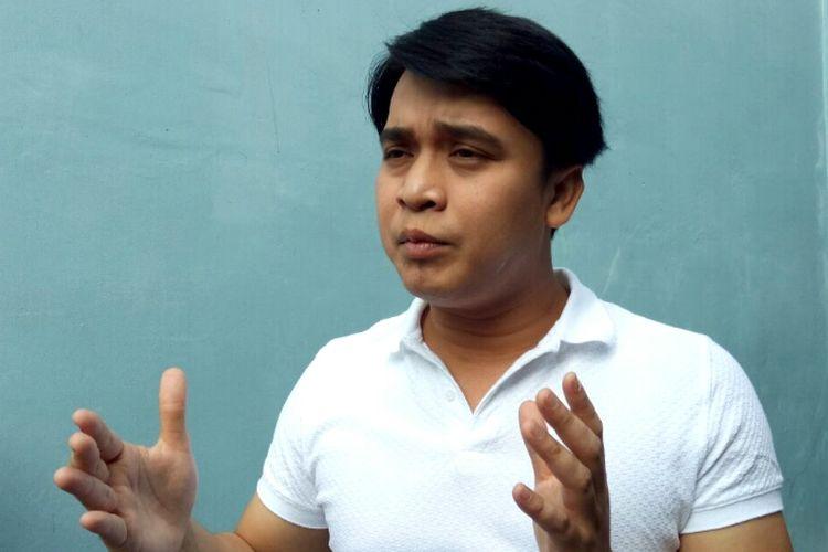 Billy Syahputra diwawancara oleh para wartawan sesudah ia mengisi sebuah acara televisi di kawasan Tendean, Jakarta Selatan, Jumat (8/9/2017).
