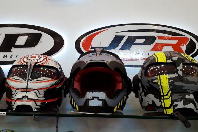 Helm JPX Bot yang dipajang di booth JP Industries dalam pameran GIIAS 2018 di ICE, BSD City, Tangerang.