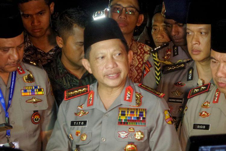 Kepala Kepolisian RI (Kapolri) Jenderal Tito Karnavian saat memberikan keterangan usai menghadiri acara buka puasa bersama keluarga besar Polri di PTIK, Jakarta Selatan, Selasa (20/6/2017).