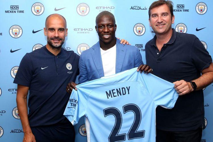 Benjamin Mendy resmi bergabung dengan Manchester City, Senin (24/7/2017).