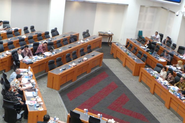 Suasana rapat badan anggaran DPR membahas asumsi ekonomi makro pada RAPBN 2018