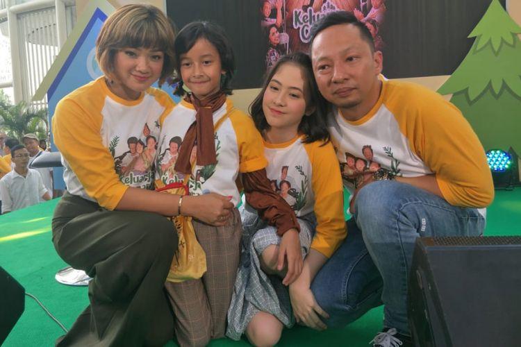 Nirina Zubir, Zara JKT 48, Widuri Putri Sasono dan Ringgo Agus dalam jumpa pers film Keluarga Cemara di XXI Epicentrum, Kuningan, Jakarta Selatan, Kamis (20/12/2018).