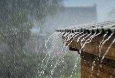 Musim Hujan Belum Beranjak, Ini Tips Cegah Rumah Bocor