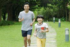 6 Cara agar Si Kecil Suka Olahraga