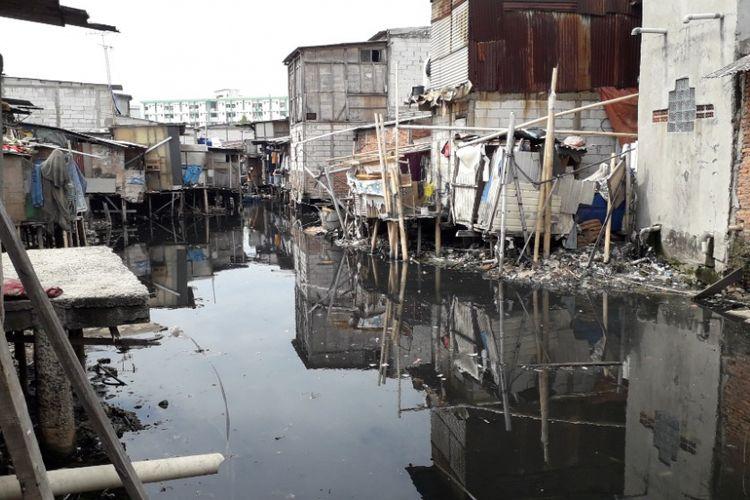 Kondisi Kali Gendong di Muara Baru yang baru dibersihkan petugas UPK Badan Air, Jumat (30/11/2018).