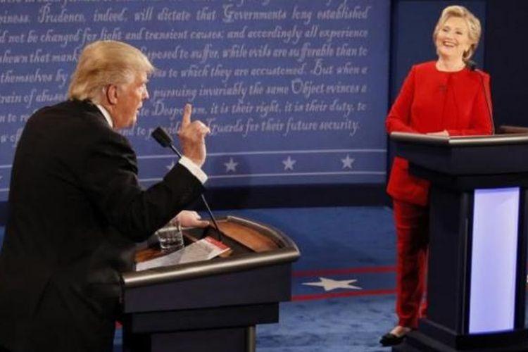 Kandidat Presiden AS Hillary Clinton dan Donald Trump berdebat di acara debat pertama capres Pilpres AS 2016 di Universitas Hofstra, Hempstead, New York, Selasa (27/9/2016) WIB. Pada debat kedua ini berlangsung di St. Louis, Missouri.
