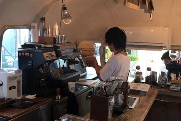 Kafe unik di Tokyo, Jepang. Salah satunya adalah The AIRSTREAM GARDEN yang menempati sebuah kontainer.