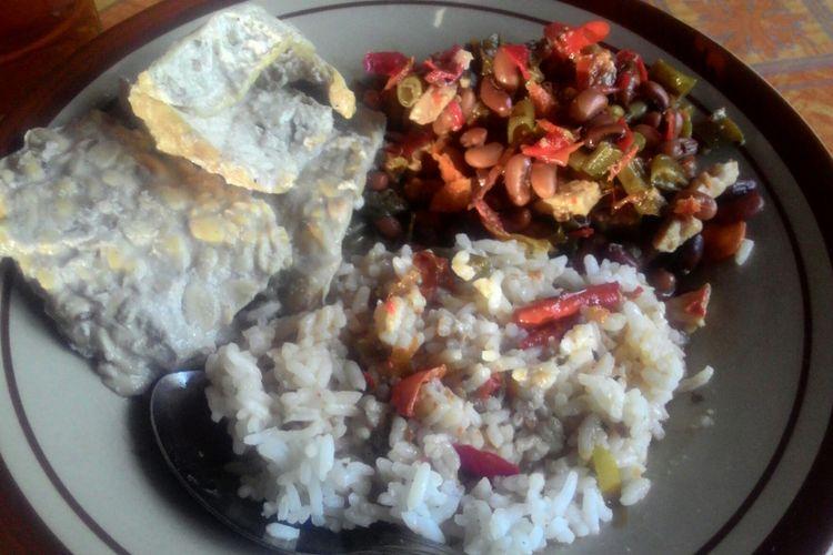 Bernostalgia dengan Sayur Kacang Tolo dan Ayam Kampung Mbah Kebo