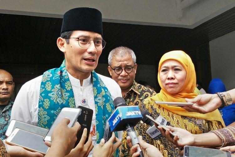 Wakil Gubernur DKI Jakarta Sandiaga Uno dan Menteri Sosial Khofifah Indar Parawansa di rumah dinas Khofifah, Jalan Wijaya Chandra IV, Jakarta Selatan, Jumat (5/1/2018).