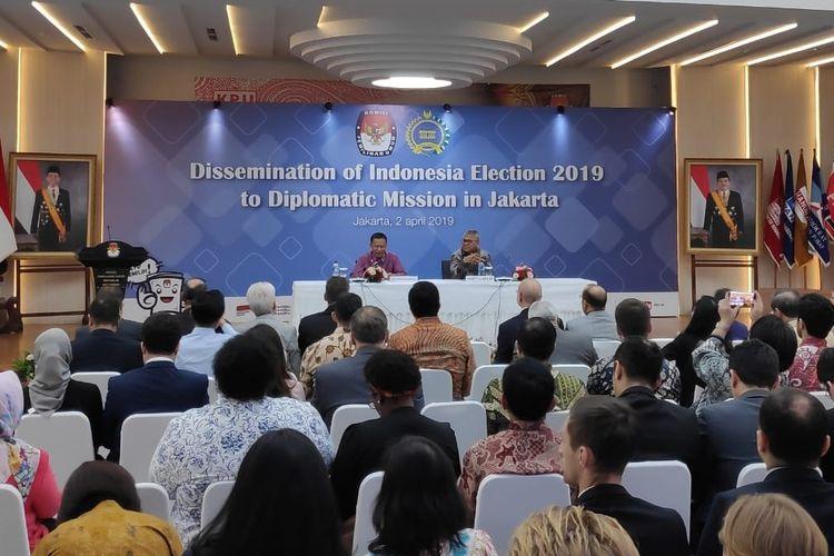 Sosialisasi Pemilu 2019 oleh KPU bersama 170 Duta Besar dan Pimpinan Organisasi Internasional di kantor KPU, Menteng, Jakarta Pusat, Selasa (2/4/2019).