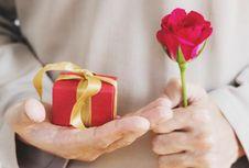5 Ide Kado Valentine untuk Orang Terkasih...