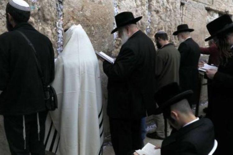 Kegiatan doa di Tembok Ratapan