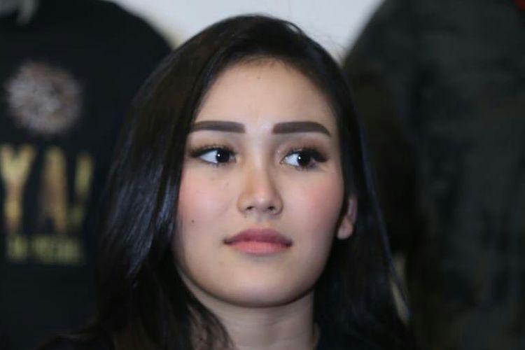 Ayu Ting Ting dalam peluncuran poster dan trailer film Arwah Tumbal Nyai, Part: Nyai di kawasan Cikini, Jakarta Pusat, (1/11/2018).