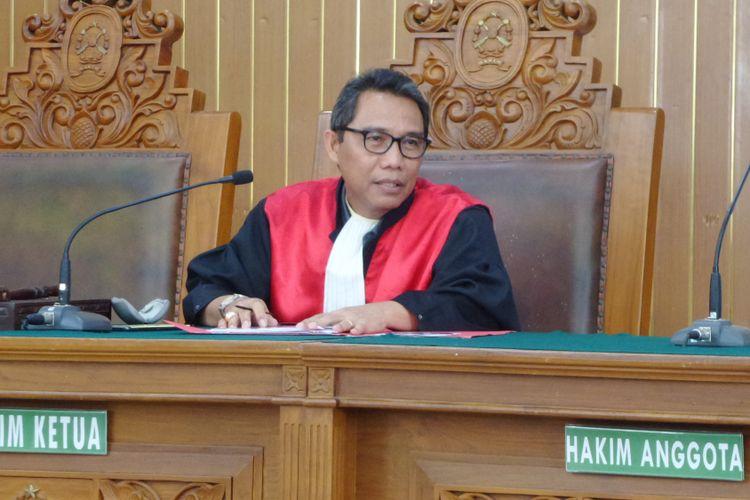 Hakim tunggal praperadilan Ratmoho mengabulkan pencabutan gugatan praperadilan Fredrich Yunadi di Pengadilan Negeri Jakarta Selatan, Senin (12/2/2018).