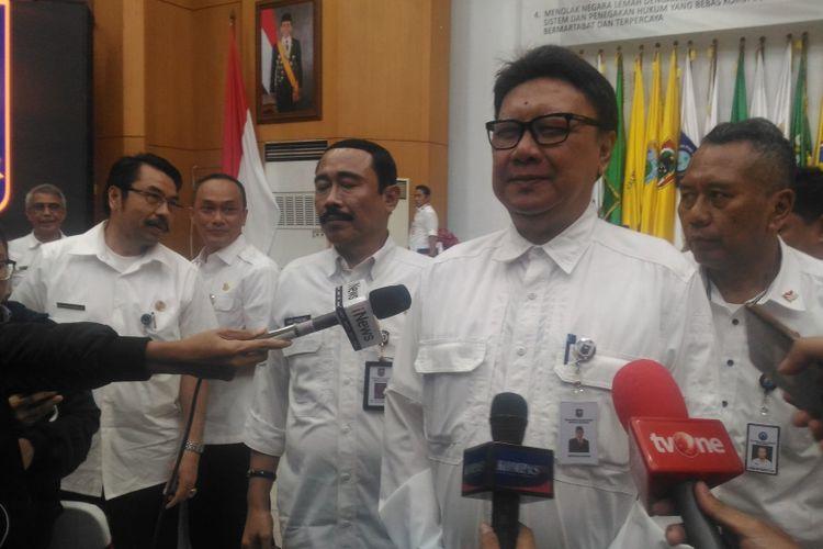 Menteri Dalam Negeri Tjahjo Kumolo usai memaparkan laporan akhir tahun 2018 di kantor Kemendagri, Jakarta, Rabu (26/12/2018).